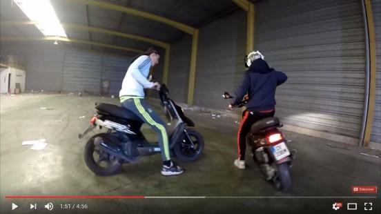 drift-en-scooter-mbk-booster-stunt