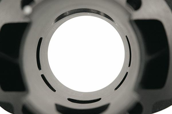 Transferts et lumière d'échappement ovale
