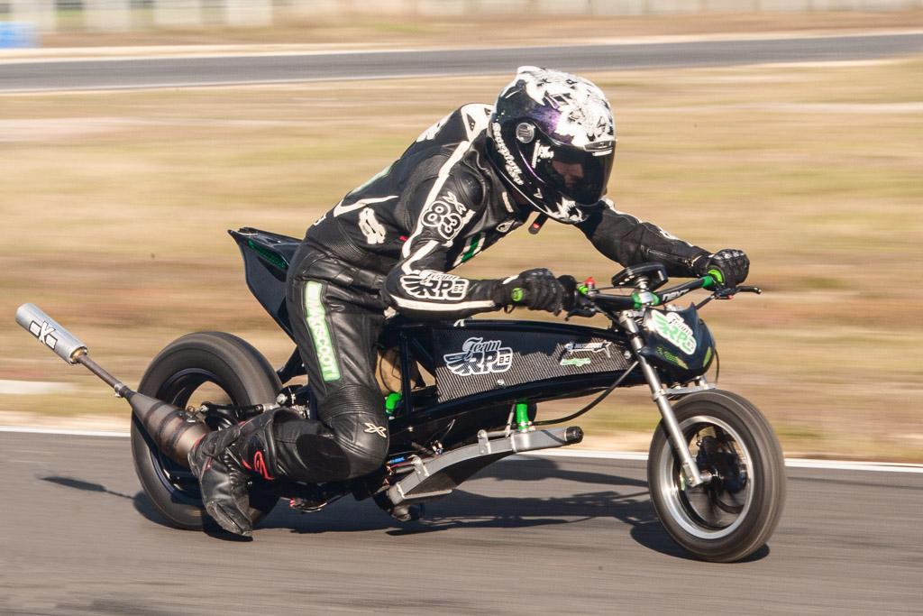 Fab au guidon de son Dragster 90 cm³ MXS Racing