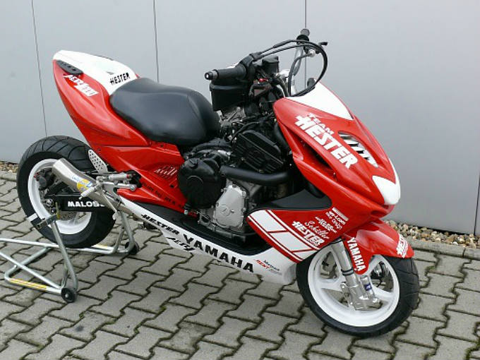 yamaha-scooter-aer1-1000